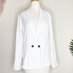 Bobeau White blazer in excellent used condition.